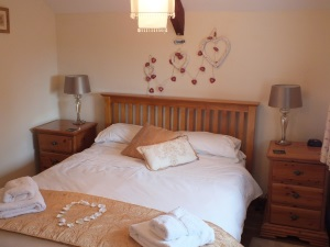 King sized bed Ty Mortimer Holiday Cottage St Davids Pembrokeshire